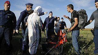 Échauffourées entre police et migrants en Hongrie