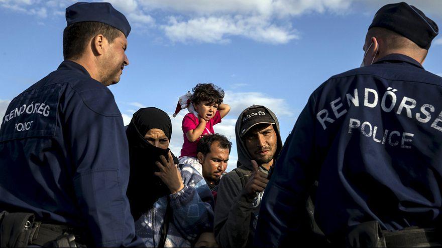Cansaço leva migrantes a regressar ao campo de Roszke