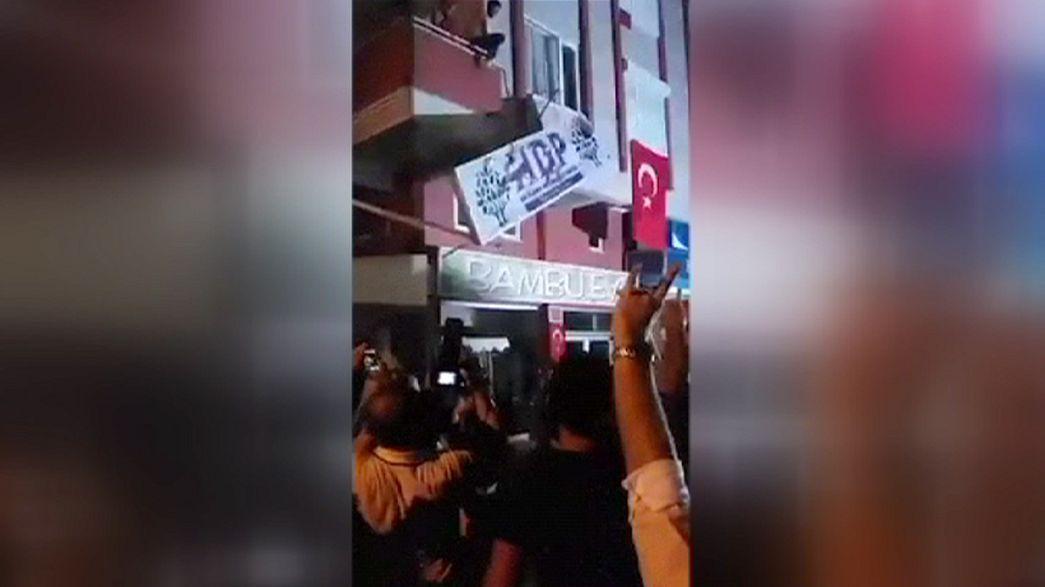 Törökország: megtámadták az egyik kurdbarát párt irodáit