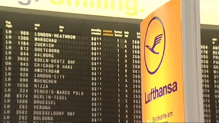 Германия: пилоты Lufthansa продлили забастовку до среды