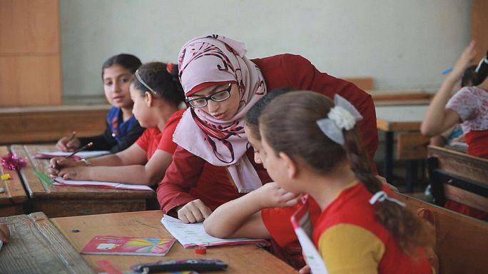 التعليم لمساعدة اللاجئين على التكيف والاندماج