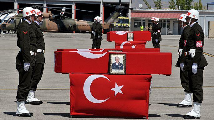 مقتل 14 شرطيا في تركيا في هجوم نُسب لحزب العمال الكردستاني
