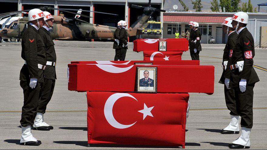 El PKK mata a al menos 15 policías turcos en dos ataques en el este de Turquía