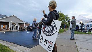 """Etats-Unis : retour mouvementé pour le chasseur du lion """"Cecil"""""""