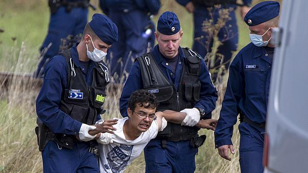 Escenas de histeria y caos en los centros de acogida de refugiados de Hungría