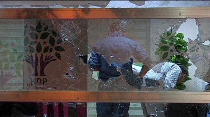 اعتداءات على مقرات الحزب الديمقراطي للشعوب في تركيا
