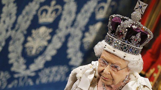 Queen Elizabeth II becomes longest reigning British monarch