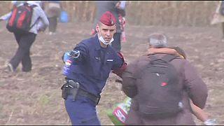 A magyar rendőrség tehetetlen Röszkénél
