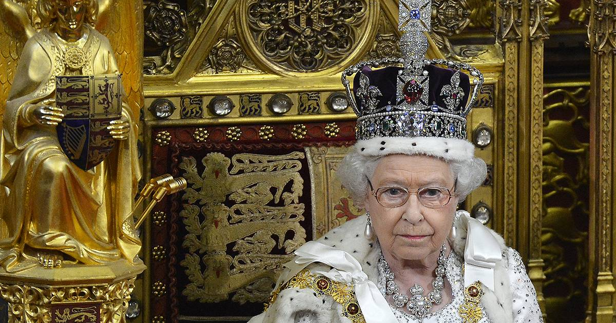 Queen Elizabeth II becomes longest-reigning UK monarch