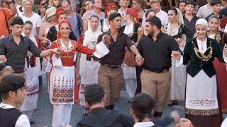 Cantare e ballare a Creta