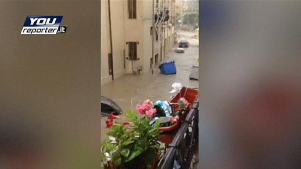 Un fuerte temporal inunda la turística Taormina