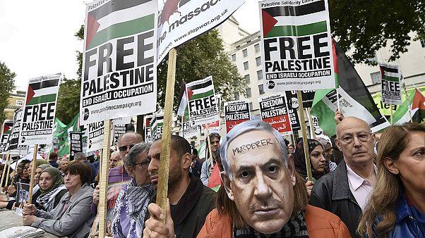 Londonban tüntettek az izraeli miniszterelnök látogatása ellen