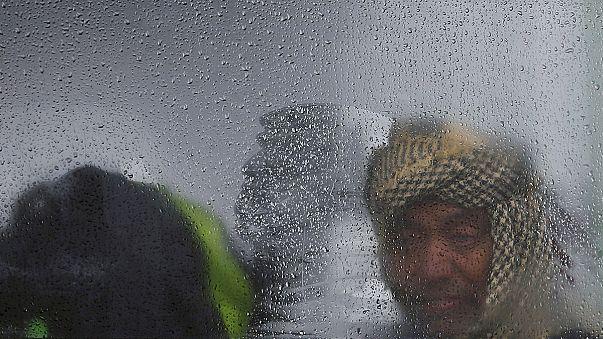 Ötezer újabb menekült érkezett Röszkéhez