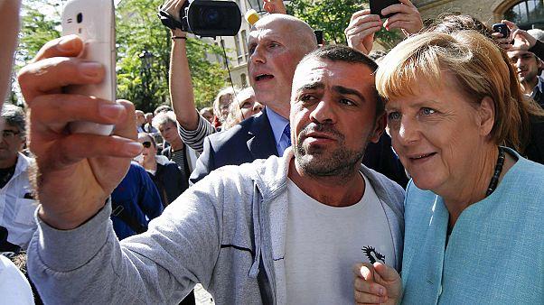 دیدار صدراعظم آلمان از یکی از مراکز پذیرش پناهجویان در برلین