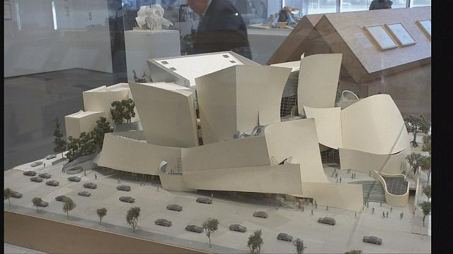 معرض استعادي للمهندس المعماري فرانك جيري في لوس انجلس