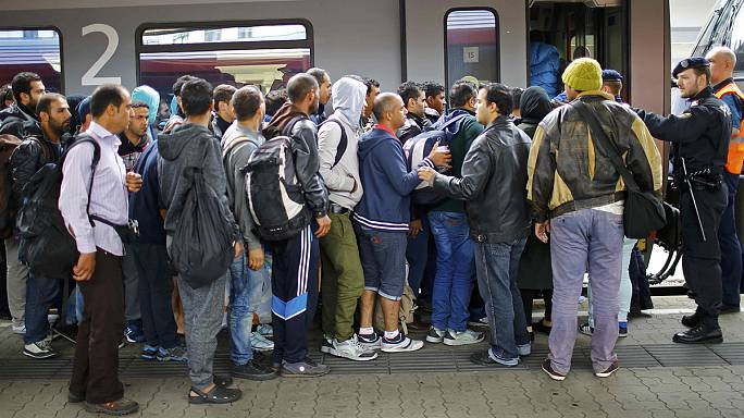 Migrants: Austrian rail suspends services to and from Hungary