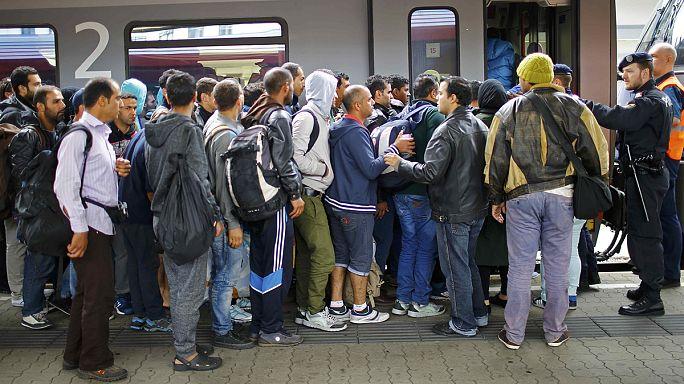 Az osztrák vasúttársaság nem bír a sok ezer menekülttel