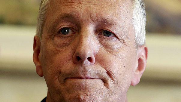 Dimite el ministro principal de Irlanda del Norte