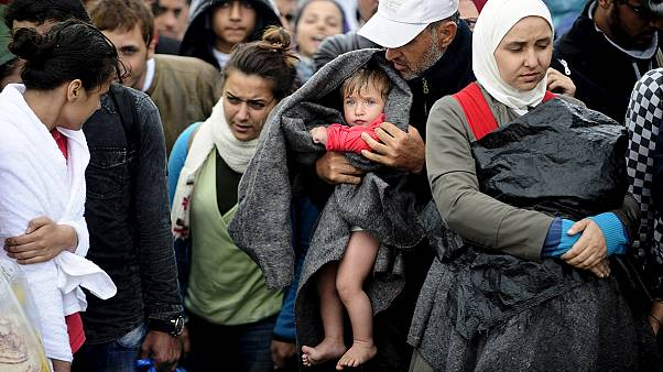 Macedonian authorities manhandle refugees at border