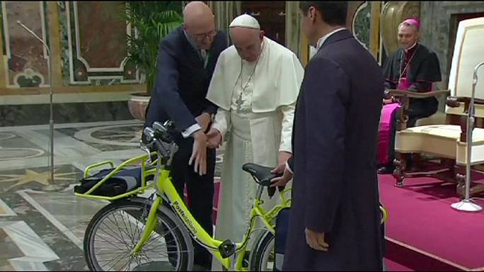 """Climat : """"entendez la voix des plus pauvres"""", implore le pape"""