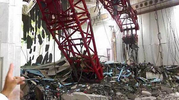 Arabia Saudita: gru si abbatte su moschea della Mecca, almeno 65 morti