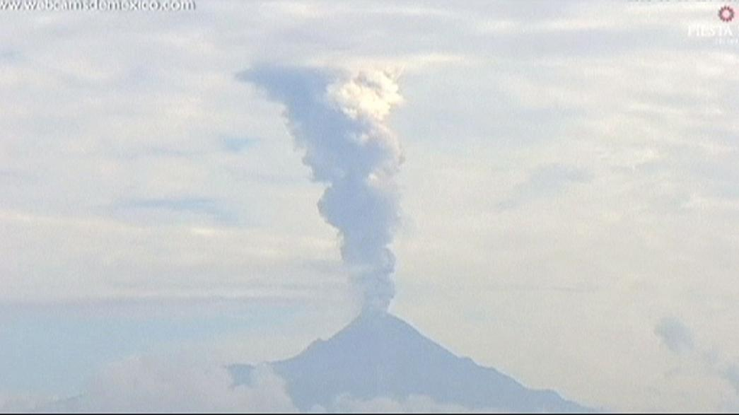 Erupción espectacular del volcán El Colima