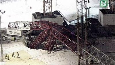 Une grue d'effondre sur la Grande Mosquée, près de 90 morts