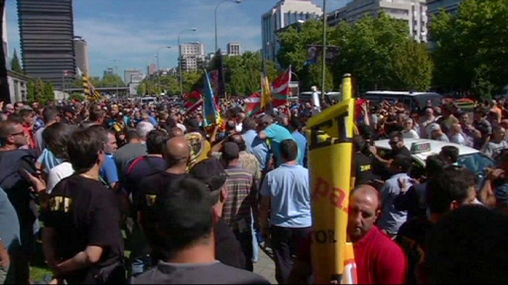 Cerca de 3 000 taxitas protestan en Madrid contral la aplicación Uber