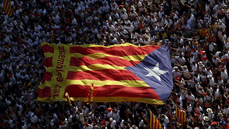 Demonstration für Kataloniens Unabhängigkeit im Zeichen des Wahlkampfes