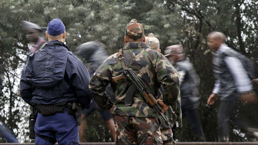 Hungria: militares auxiliam polícia no controlo do fluxo de refugiados