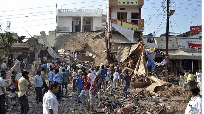 Zsúfolt kávézó robbant fel Indiában