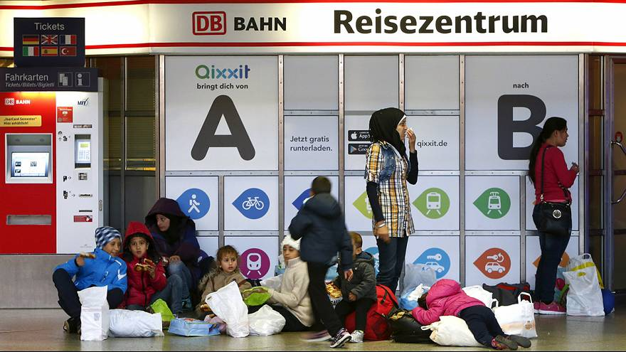 Munich train station filled to capacity by transiting migrants