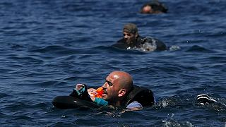 عاجل: مصرع 28 مهاجرا بعد غرق قاربهم بالقرب من جزيرة فارماكونيس اليونانية