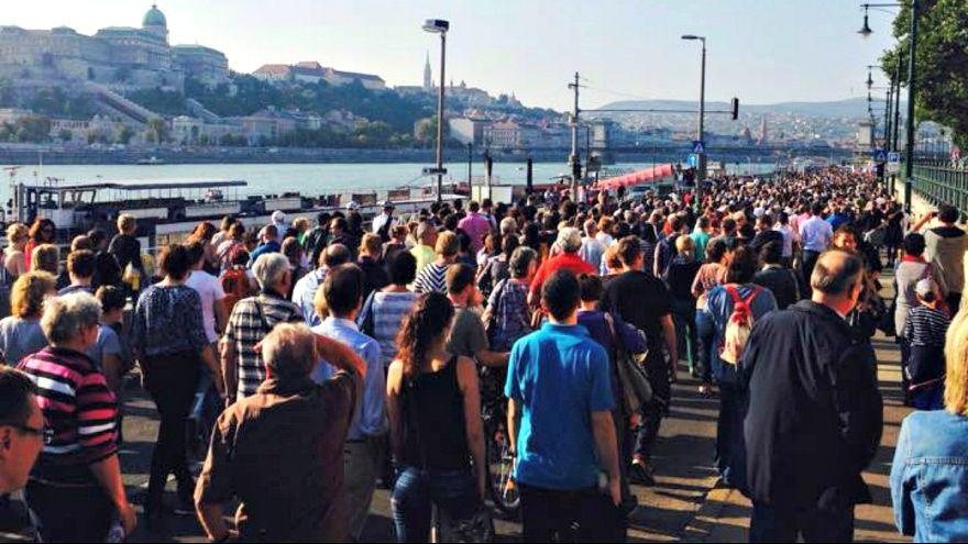 """Ezrek kiáltották: """"Szégyelld magad, Orbán!"""""""