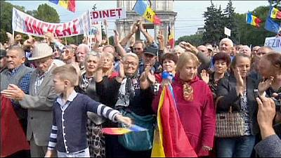Moldavie : des milliers de manifestants demandent la démission du président
