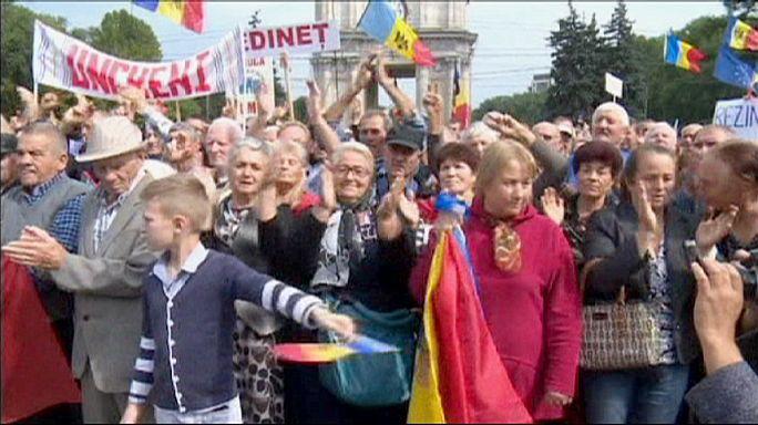 Óriási tüntetés Moldovában az elnök távozásáért