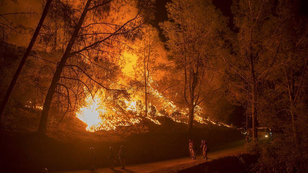 200 viviendas quemadas en dos incendios forestales en California