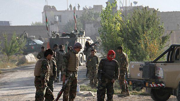 Taliban free hundreds in prison raid