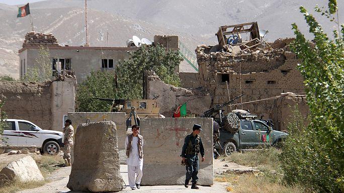 Afganistán: los talibanes liberan a 355 presos de una cárcel de Ghazni