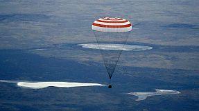 Soyuz aterra com sucesso no Cazaquistão