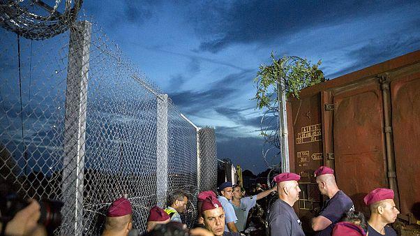 A rendőrség lezárta a határt Röszkénél