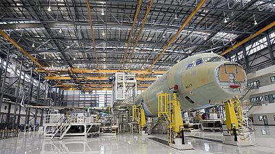 """Aeronáutica: Airbus abre primeira fábrica no """"território"""" da concorrente Boeing"""