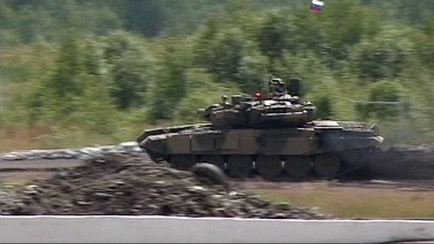 استقرار هفت تانک «تی ۹۰» روسیه در پایگاه هوایی لاذقیه سوریه