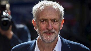 Zwischen Freunden und Gegnern: Labour-Chef Corbyn präsentiert Schattenkabinett