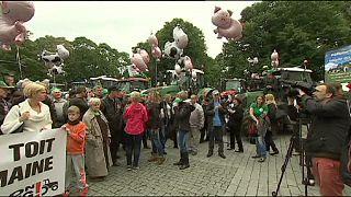 Estonia, proteste dei produttori di latte sull'orlo del fallimento