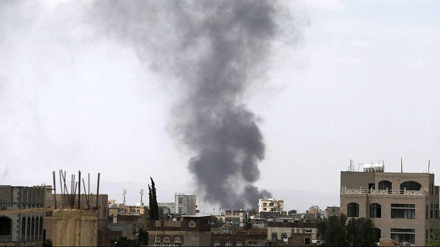 Fuerzas progubernamentales yemeníes y de la coalición árabe avanzan hacia Saná