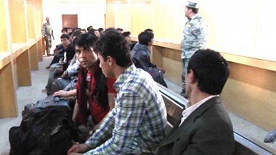 A nyugatra menekülő afgán fiataloknak Iránban állják útját
