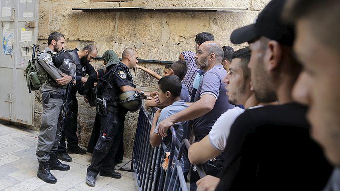 السلطات الإسرائيلية تحطم بوابات المسجد القبلي خلال اقتحامها للأقصى