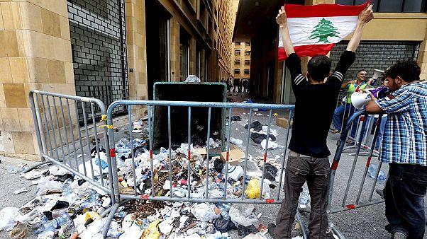 Decenas de manifestantes prosiguen en huelga de hambre en Beirut por la crisis de la basura