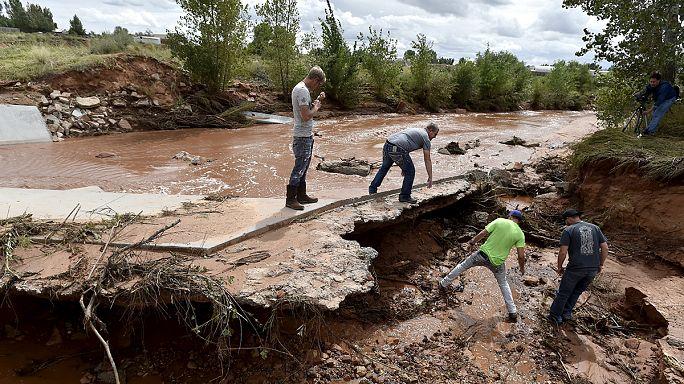 ABD'de kanyonları sel bastı: 15 ölü